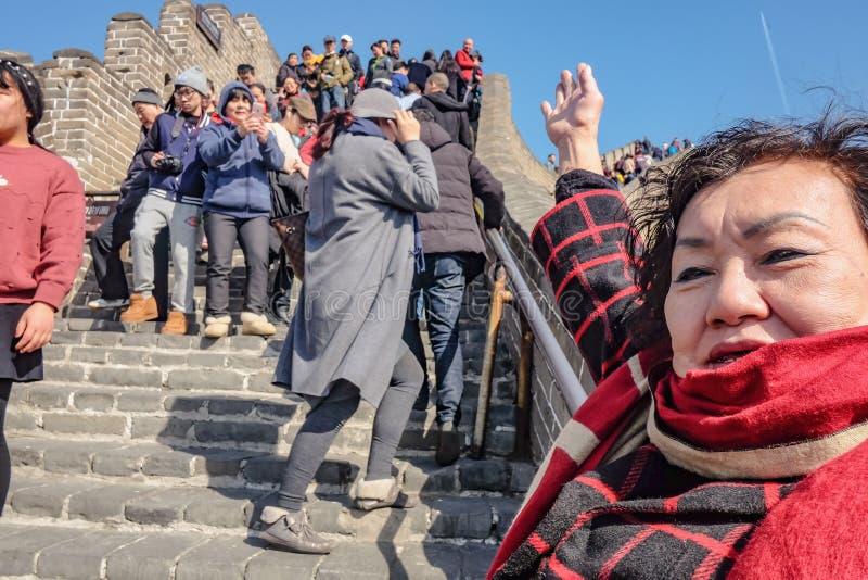 Pueblo chino o turista Unacquainted que camina en la Gran Muralla de China en la ciudad de Pekín Gran Muralla de China una de las imágenes de archivo libres de regalías
