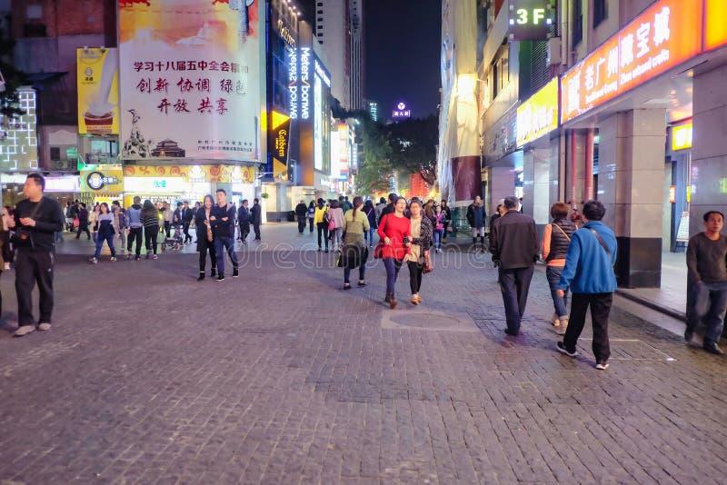 Pueblo chino Unacquainted que camina en el 'camino de Pekín 'la calle que camina famosa en China de la ciudad de Guangzhou fotos de archivo