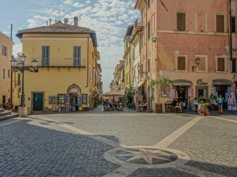 Pueblo de Castel Gandolfo en Italia fotografía de archivo libre de regalías