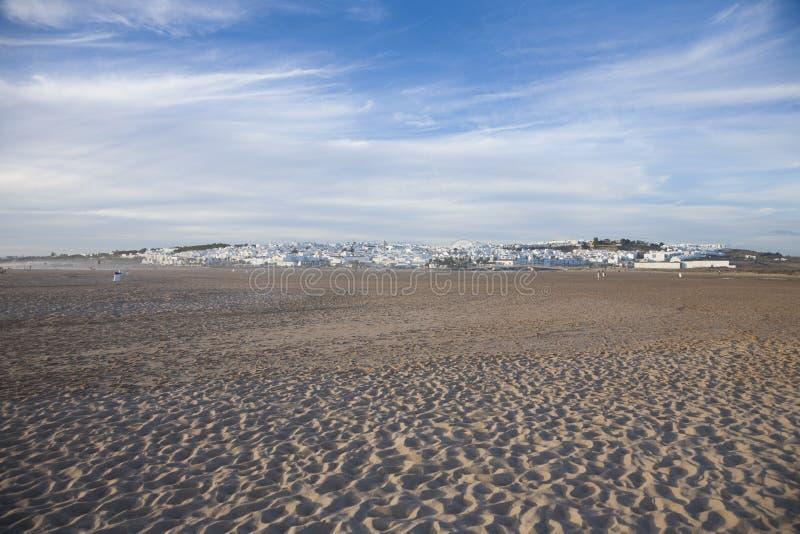 Pueblo de Conil de la playa fotografía de archivo