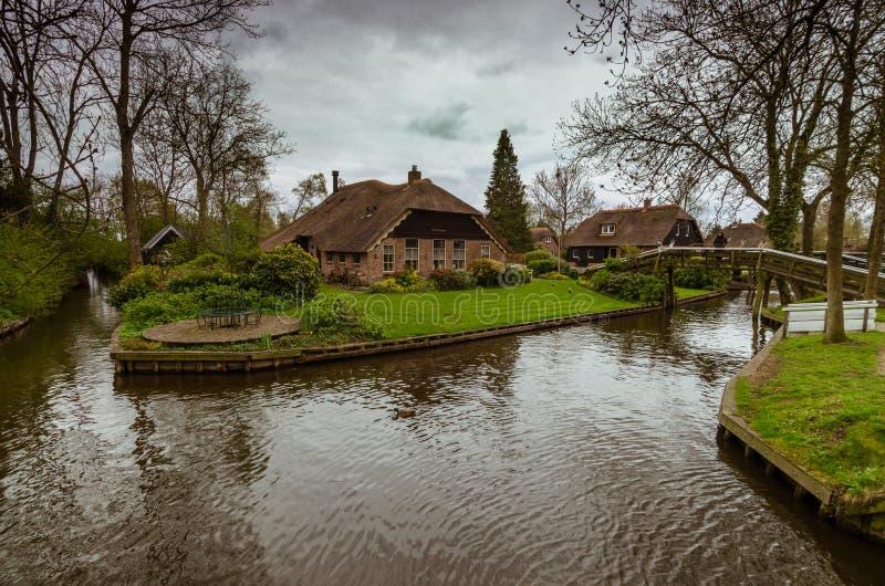 Pueblo de Giethoorn, Países Bajos imagenes de archivo