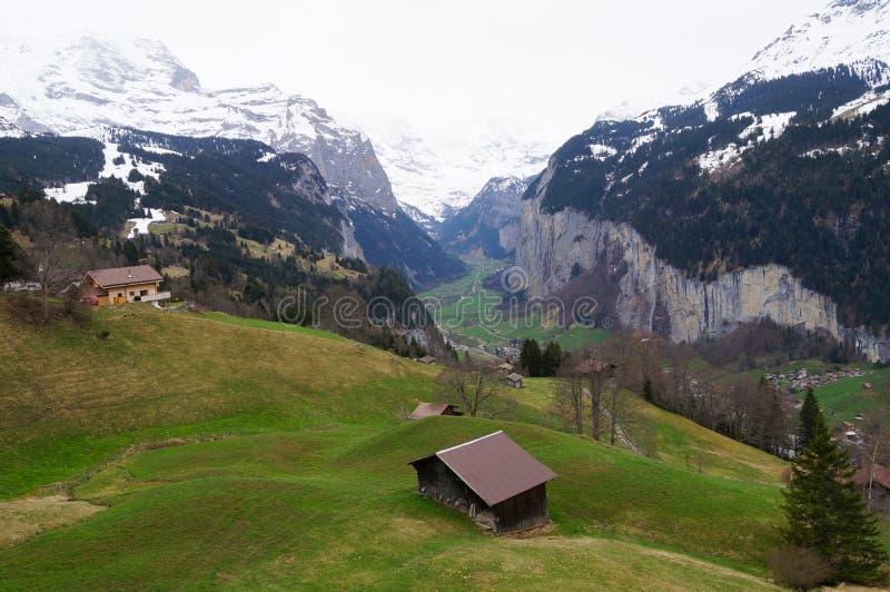 Pueblo de Grindelwald en Berner Oberland, Suiza fotos de archivo libres de regalías