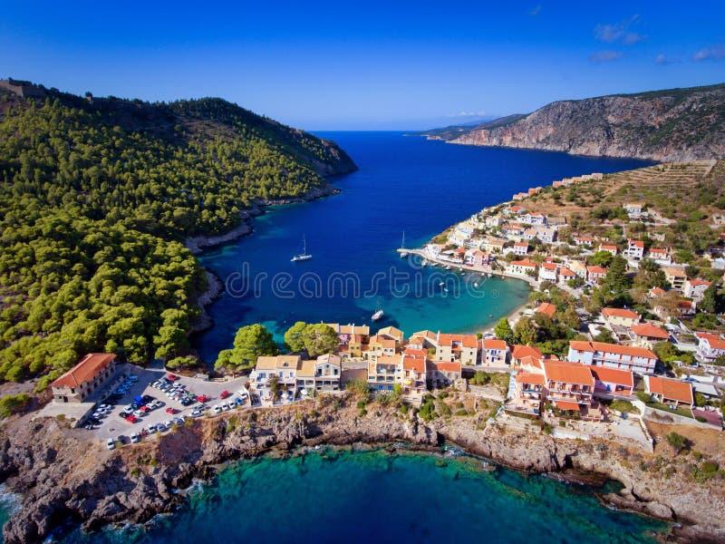 Pueblo de Kefalonia Assos Asos en la fotografía aérea de Grecia de fotografía de archivo libre de regalías