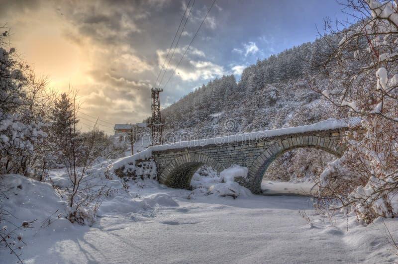 Pueblo de Komshtitsa, Bulgaria - imagen del invierno fotos de archivo libres de regalías
