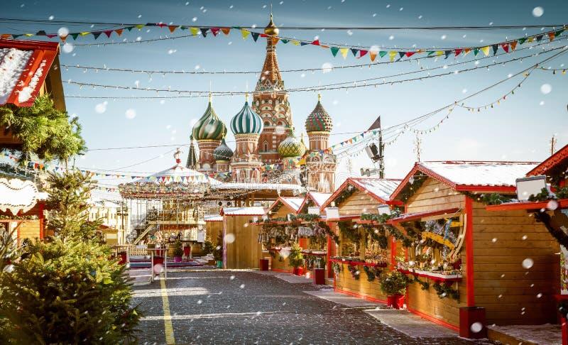 Pueblo de la Navidad justo en Plaza Roja en Moscú, Rusia fotos de archivo libres de regalías
