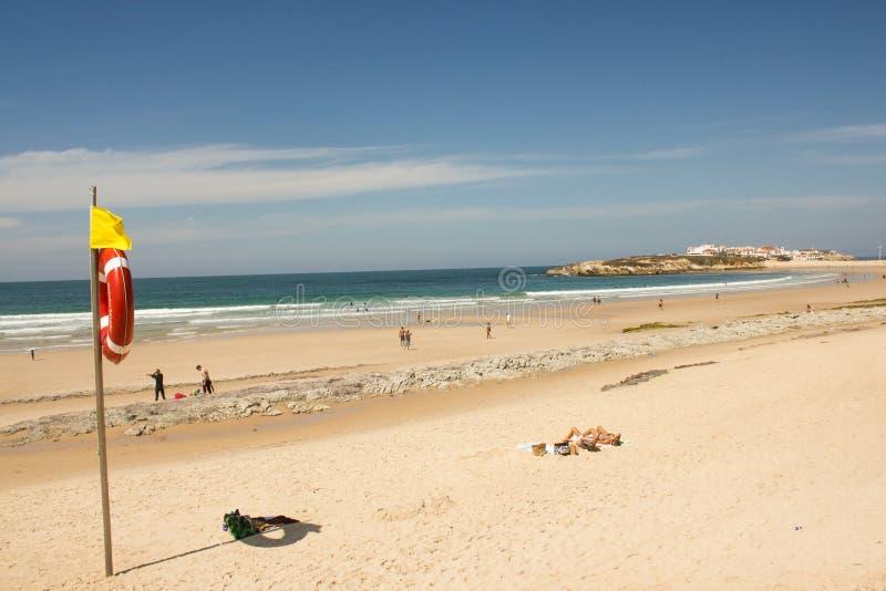 Pueblo de la playa de Baleal y de Baleal (Peniche, Portugal) por la tarde imagen de archivo