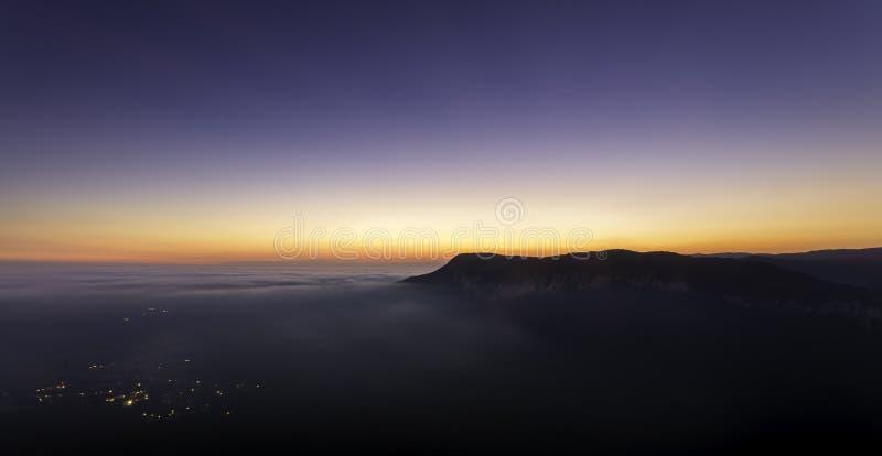 Download Pueblo De Montaña Soñoliento Foto de archivo - Imagen de newfound, belleza: 44856108
