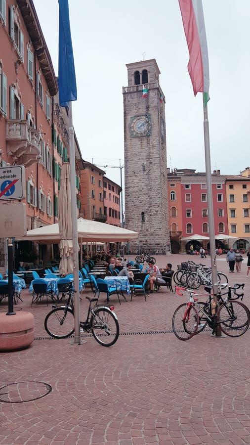 Pueblo de Riva del Garda Italia imagen de archivo libre de regalías