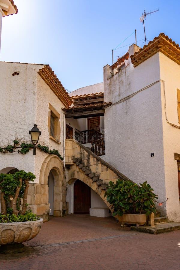 Pueblo de Roc de Sant Gaieta en Tarragona, Cataluña, España imagenes de archivo