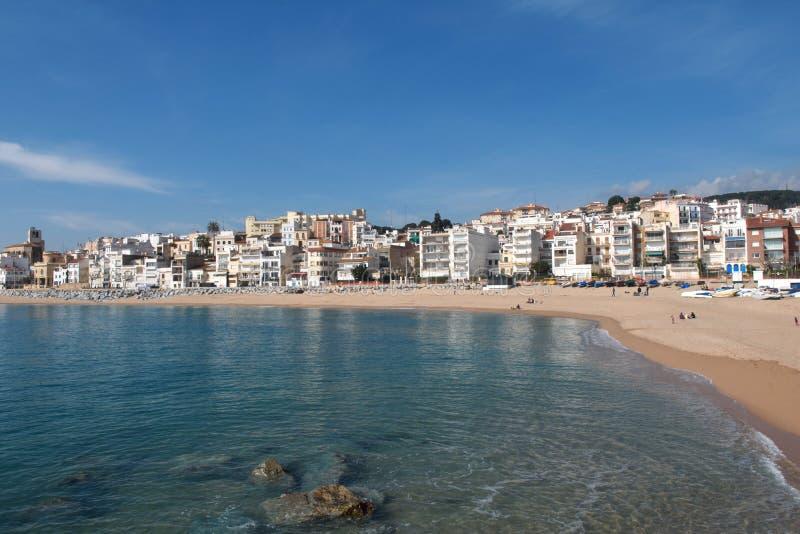 Pueblo de Sant Pol de Mar en la provincia de Barcelona, Cataluña, balneario foto de archivo