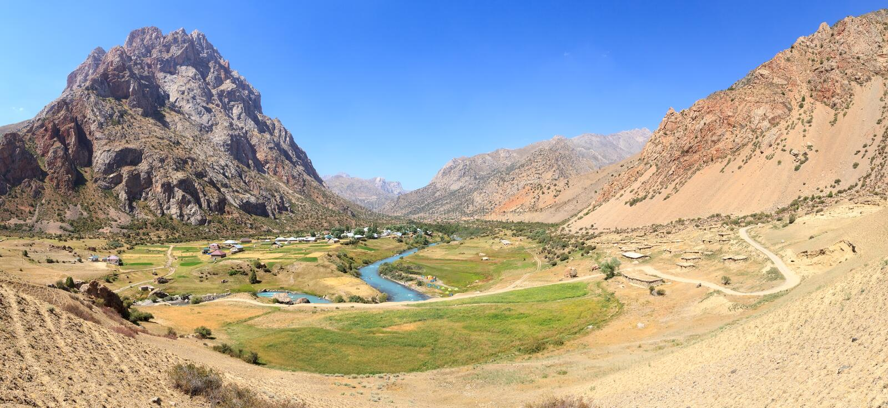 Pueblo de Saritag Panorama Pamir, Tayikistán foto de archivo