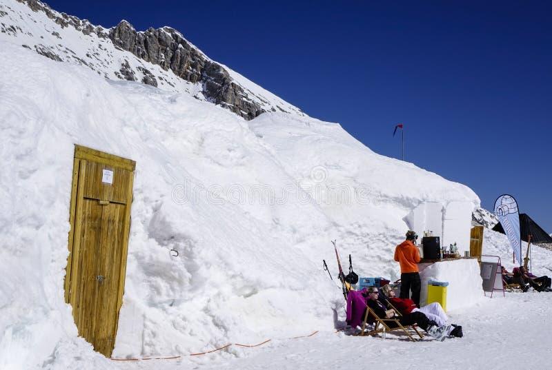 Pueblo del iglú en el Zugspitze fotos de archivo