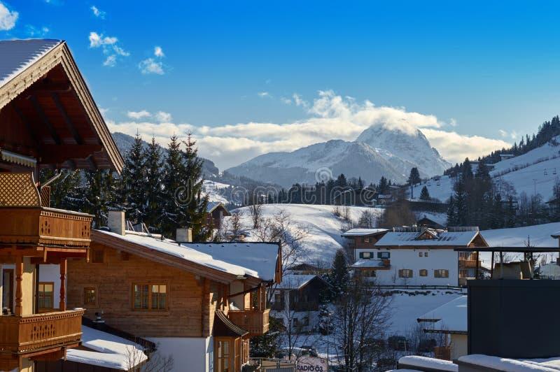 Pueblo del invierno en Austria foto de archivo