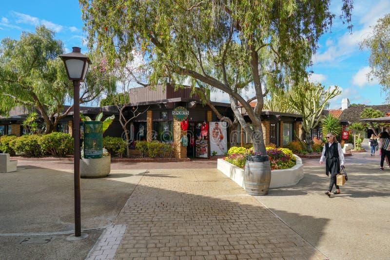 Pueblo del puerto, compras de la costa y complejo de la cena adyacente a San Diego Bay imagen de archivo