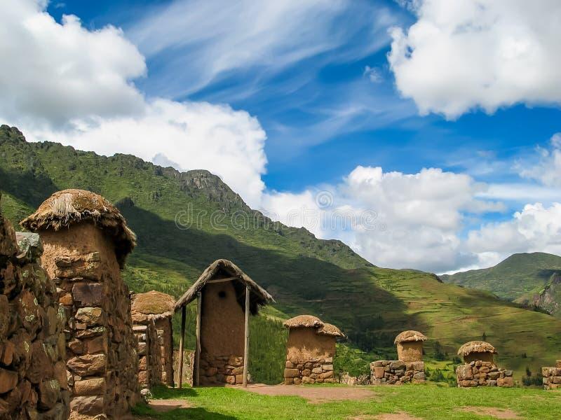 Pueblo en el valle sagrado en Perú fotografía de archivo libre de regalías