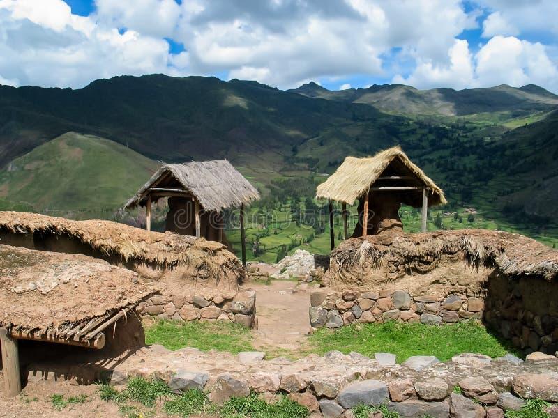 Pueblo en el valle sagrado en Perú foto de archivo