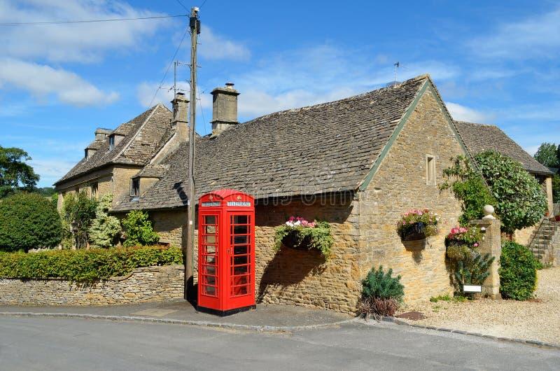 Pueblo en Inglaterra rural foto de archivo