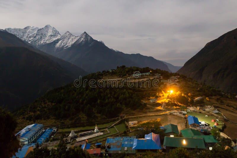 Pueblo en la noche, Nepal del bazar de Namche foto de archivo libre de regalías