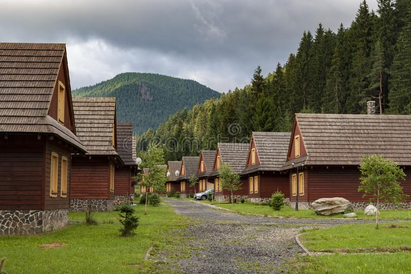 Pueblo en las monta?as Liptovky enero eslovaquia foto de archivo