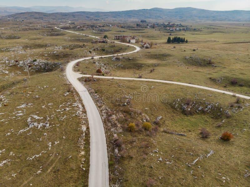 Pueblo fantasma destruido en la guerra de los Balcanes en Yugoslavia, Bosnia imagen de archivo libre de regalías