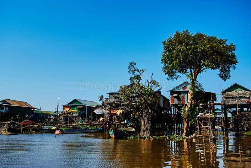 Pueblo flotante Camboya de la savia de Tonle imágenes de archivo libres de regalías