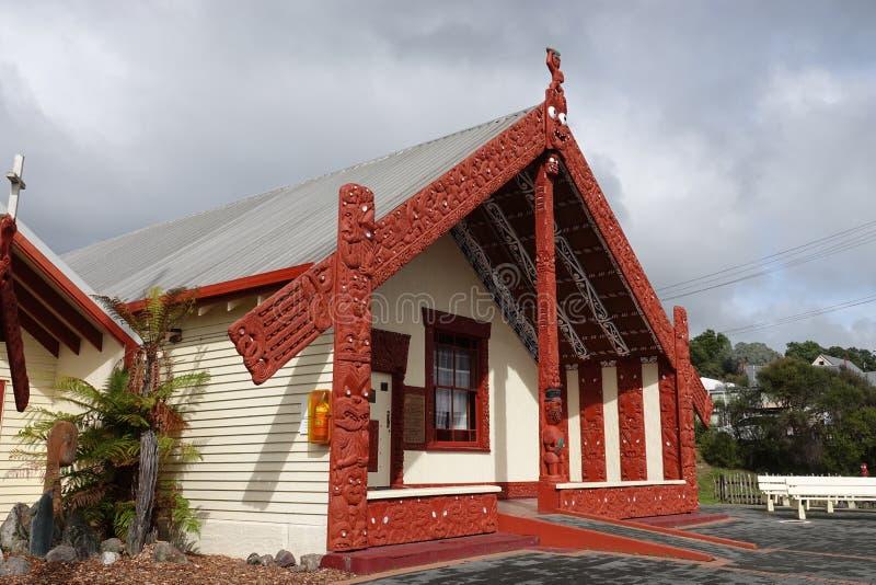 Pueblo geotérmico maorí Marae en Rotorua, Nueva Zelanda de Whakarewarewa fotografía de archivo