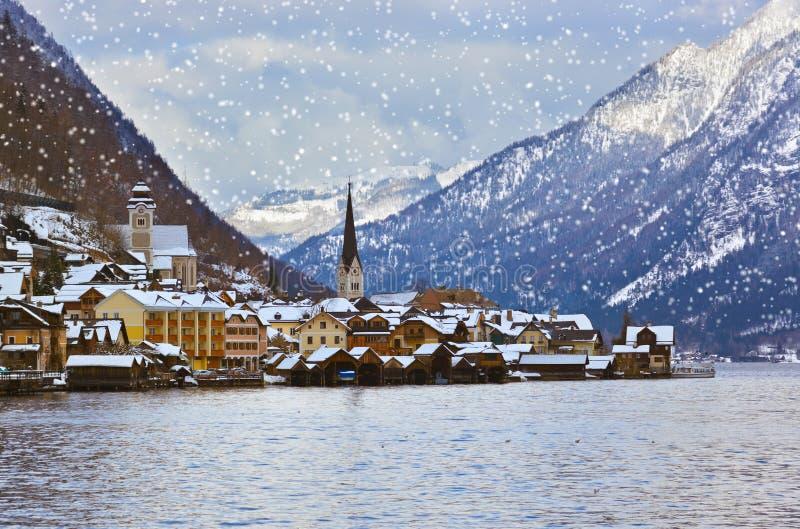 Pueblo Hallstatt en el lago - Salzburg Austria fotografía de archivo libre de regalías
