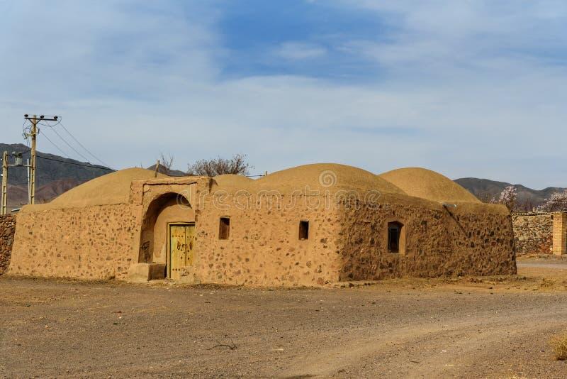 Pueblo iraní tradicional del adobe en la provincia de Isfahán irán fotos de archivo
