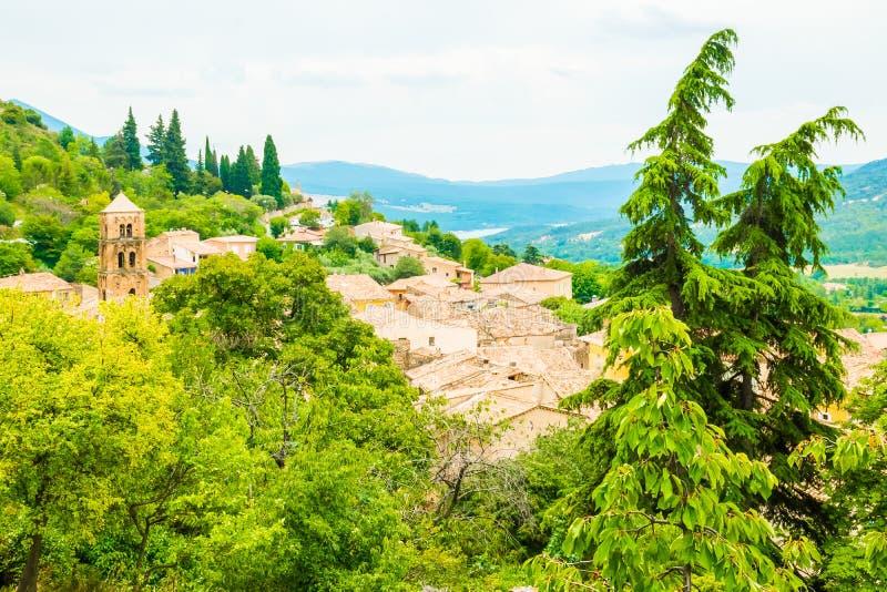 Pueblo medieval antiguo Moustiers Sainte Marie, Provence, Verdo imagen de archivo