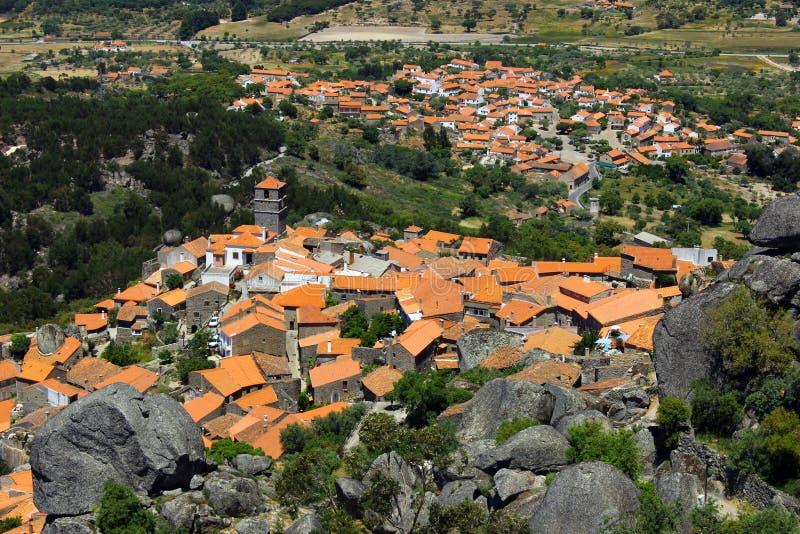 Pueblo medieval de Monsanto, Portugal fotos de archivo