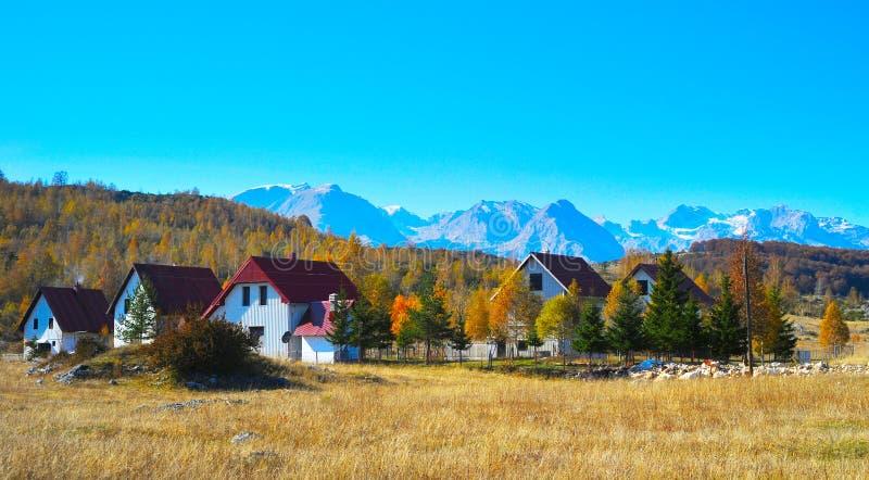 Download Pueblo Montañas montenegro foto de archivo. Imagen de verde - 44850828