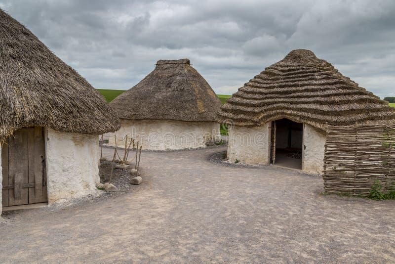 Pueblo neolítico cerca de Stonehenge en un día nublado imagen de archivo libre de regalías