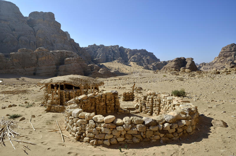Pueblo neolítico cerca del pequeño Petra. fotos de archivo