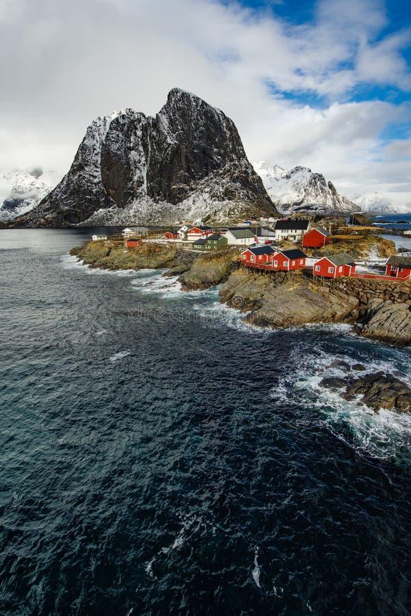 Pueblo pesquero famoso de Hamnoy de la atracción turística en Lofoten Isla fotos de archivo