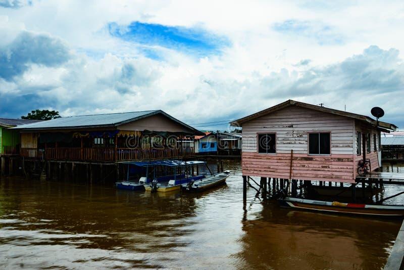 Download Pueblo Pesquero Y Cielo Nublado Foto de archivo - Imagen de agua, malasia: 64205002