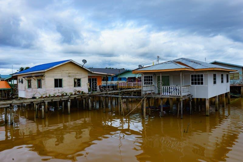 Download Pueblo Pesquero Y Cielo Nublado Foto de archivo - Imagen de límpido, malasia: 64205020