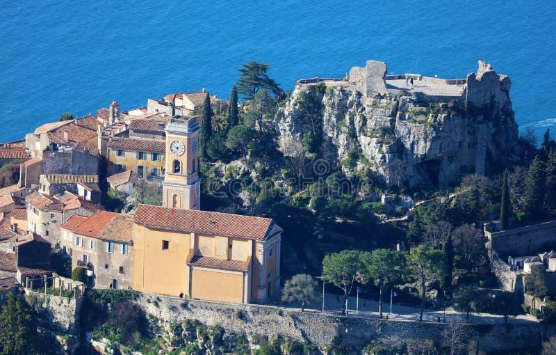 Pueblo riviera francesa de Eze, ` Azur, costa mediterránea de CÃ'te d, Eze, Saint Tropez, Cannes y Mónaco Agua azul y yates de lu fotos de archivo