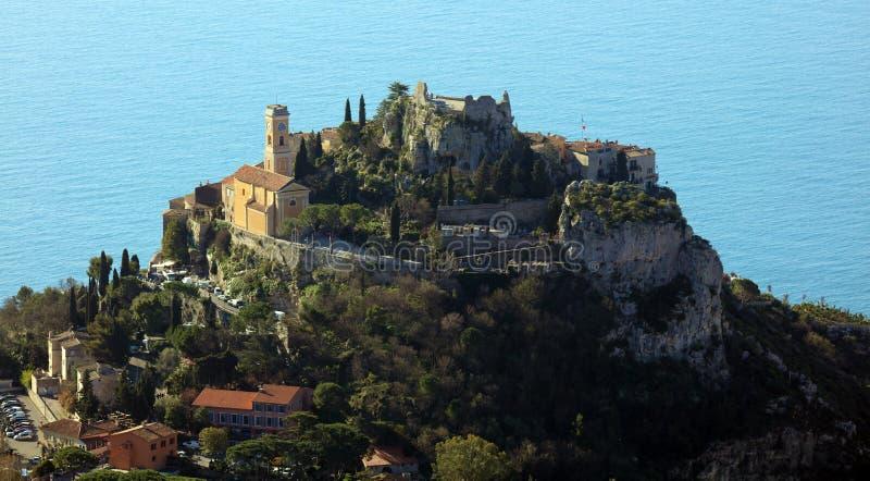 Pueblo riviera francesa de Eze, ` Azur, costa mediterránea de CÃ'te d, Eze, Saint Tropez, Cannes y Mónaco Agua azul y yates de lu fotografía de archivo