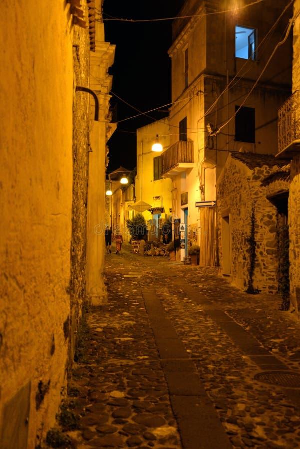 Pueblo viejo de Orosei, Cerdeña, Italia Opinión de la noche imágenes de archivo libres de regalías