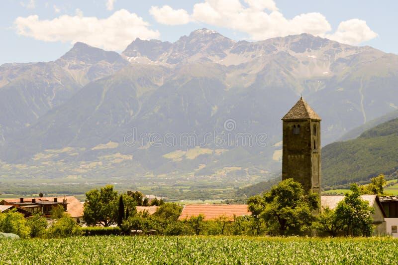 Pueblo y montañas de la visión foto de archivo