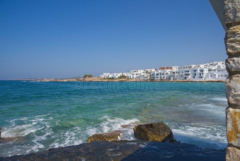 Pueblo y puerto - Mar Egeo de Naoussa - isla de Paros Cícladas - Grecia imágenes de archivo libres de regalías