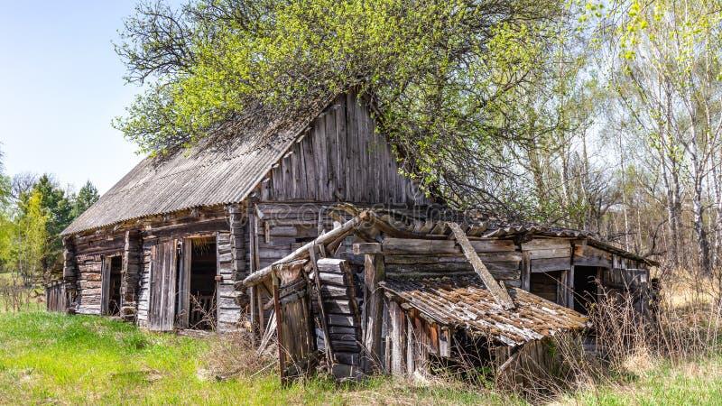 Pueblos abandonados en zona de exclusi?n de Bielorrusia Chern?bil imagen de archivo