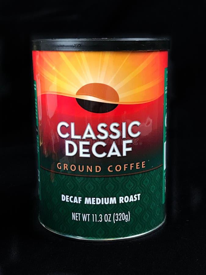 Pueda del café molido del Decaf clásico foto de archivo libre de regalías