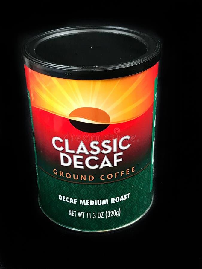 Pueda del café molido del Decaf clásico fotografía de archivo libre de regalías