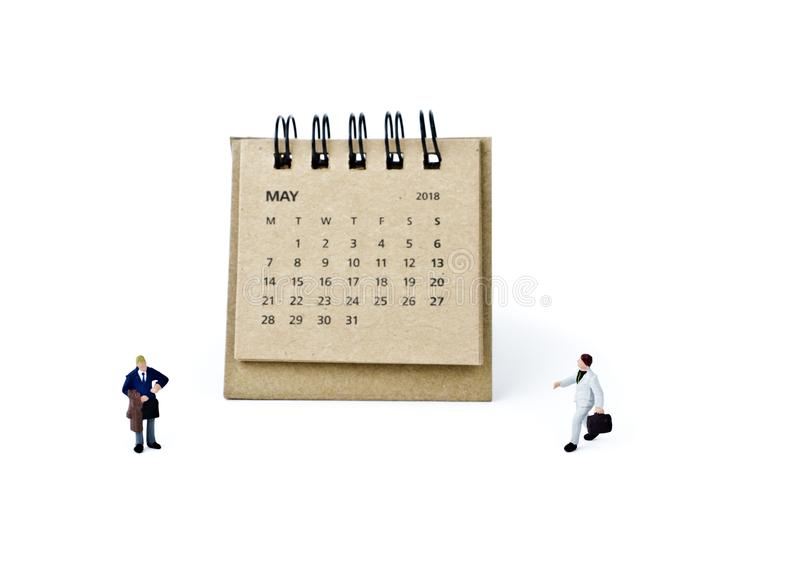 pueda Haga calendarios la hoja y a los hombres de negocios plásticos miniatura en b blanco imágenes de archivo libres de regalías