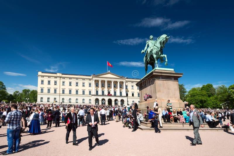 17 pueden celebración de Oslo Noruega en Slottsparken delantero fotografía de archivo libre de regalías