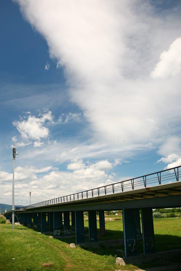 Download Puente foto de archivo. Imagen de color, cielo, nube - 21564004
