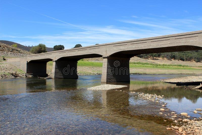 Puente abandonado del hormigón reforzado foto de archivo libre de regalías