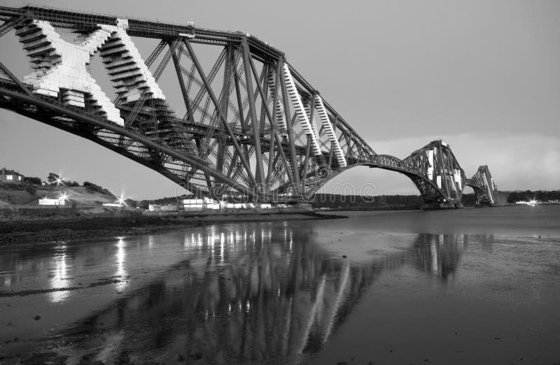 Puente adelante ferroviario Edimburgo imagenes de archivo