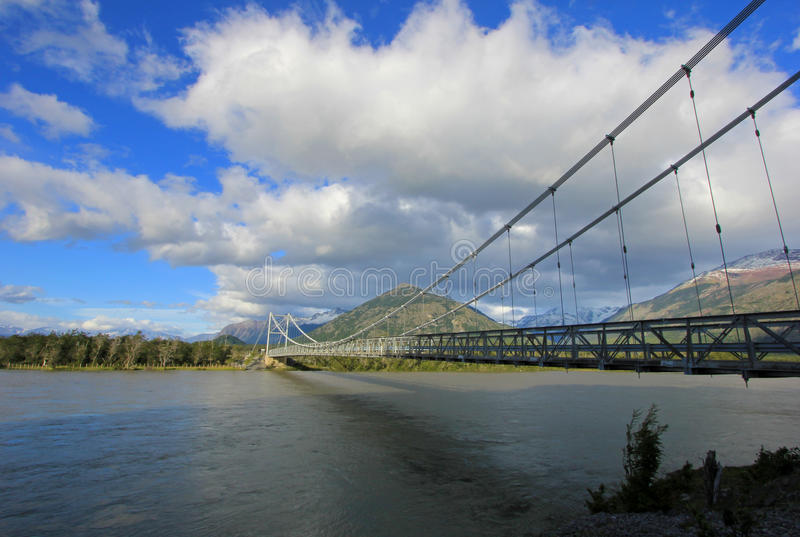 Puente al chalet O Higgins, Carretera austral, Chile foto de archivo